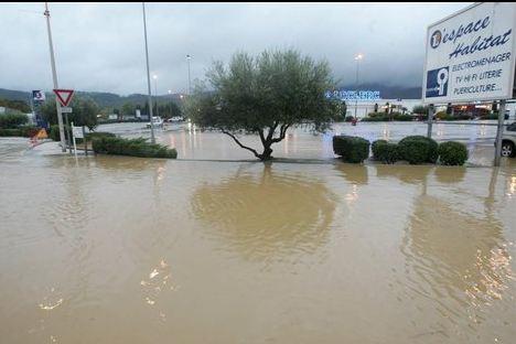 Inondations... maison flottante