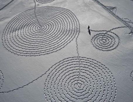 Sonja Hinrichsen, snow drawings (dessins sur neige)