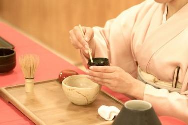 Calligraphie et cérémonie de thé japonaise